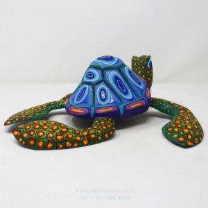 Tortuga tallada a mano por Ángel Ramírez
