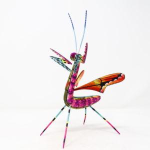 Mantis VII tallada en madera de copal por Paulino Blas