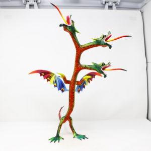 Dragón de tres cabezas II tallado en madera de copal por Melecio Blas